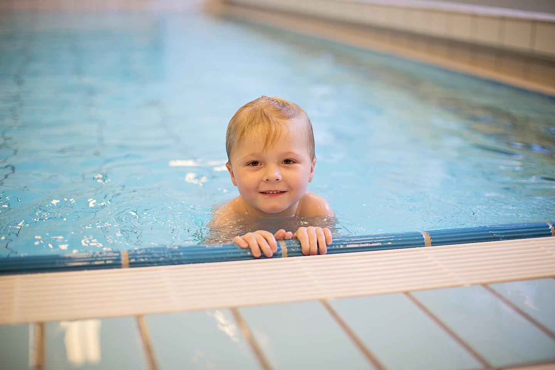 Zwembaden blijven open voor zwemlessen voor kinderen t/m 12 jaar.